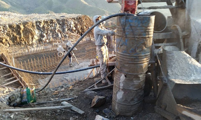 Derecik Belediyesi Samanlı da içme suyu deposunun temellini attı galerisi resim 1