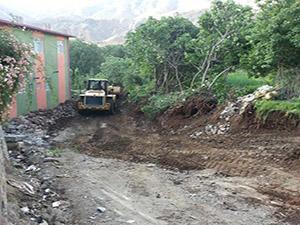 Derecik Belediyesi Vapurtepe Mahallesi'nde (Kırça Köyü) yol çalışmalarına başladı.