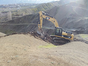Derecik Belediyesi yol açma çalışmalarına devam ediyor