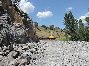 Samanlı'da Yol Genişletme Çalışmaları Sürüyor