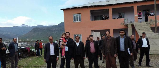 Ak Parti Derecik Belediye Başkanı Ekrem Çetinkaya, Yüksekovalı Aileleri Ziyaret Etti