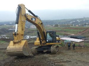 Derecik Belediyesi, Merkez Mahallesi'nde yol açma ve yol genişletme çalışmalarına başladı