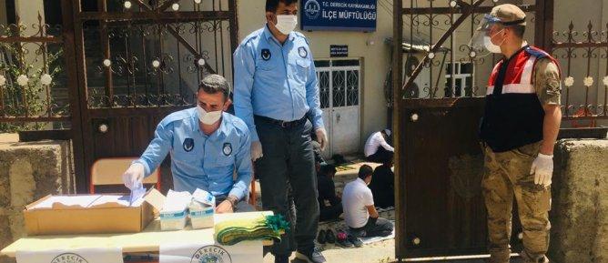 Belediyemiz Ekipleri Tarafından Halka Ücretsiz Maske Dağıtıldı