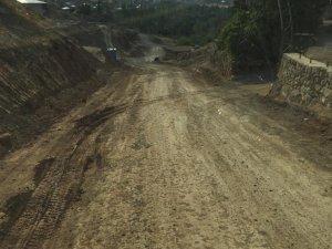 Vapurtepe Mahallesi Üçyan Caddesinde  Yol Genişletme Ve Asfaltlama Çalışması