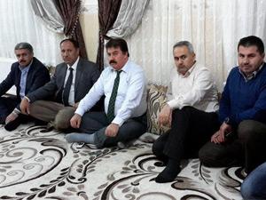 Karayolları 11. Van Bölge Müdürü Ahmet Turan Gülhaş ve Etüt Proje Baş Mühendisi Mustafa İleri Derecik'i ziyaret etti.